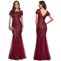 Duga crna haljina sa čipkom
